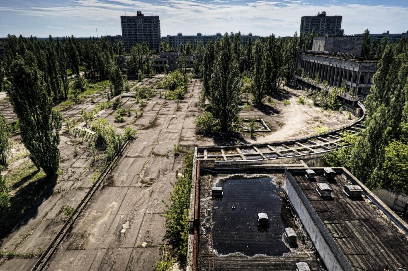 Pripyet view - Panorama di una piazza di Pripyat, Ucraina, maggio 2010 (Bo Nielsen, aprile 2011)